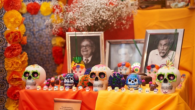 FESTIVIDAD. El Día De Los Muertos es una festividad mexicana en la que familiares y amigos se reúnen para orar, recordar y apoyar el viaje espiritual de quienes han fallecido. | Foto: Cortesía.