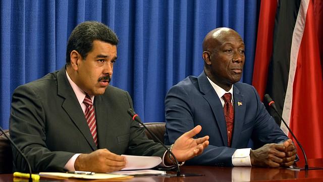 JUDICIALES. Imagen de archivo en la que aparece Nicolás Maduro (i) junto con el primer ministro de Trinidad y Tobago, Keith Rowley (d), del lunes 23 de mayo de 2016. | Foto: Efe/Alva Viarruel.