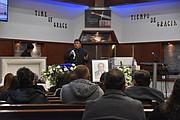 CEREMONIA. El templo evangélico Tiempo de Gracia acogió a decenas de familiares, amigos y seguidores del famoso Carlos Osorio. | FOTO:  Tomás Guevara – ETL  |