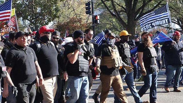 MARCHA. Partidarios del presidente de los Estados Unidos cerca del Capitolio de los Estados Unidos, EL 14 de noviembre de 2020.   Foto: Efe.