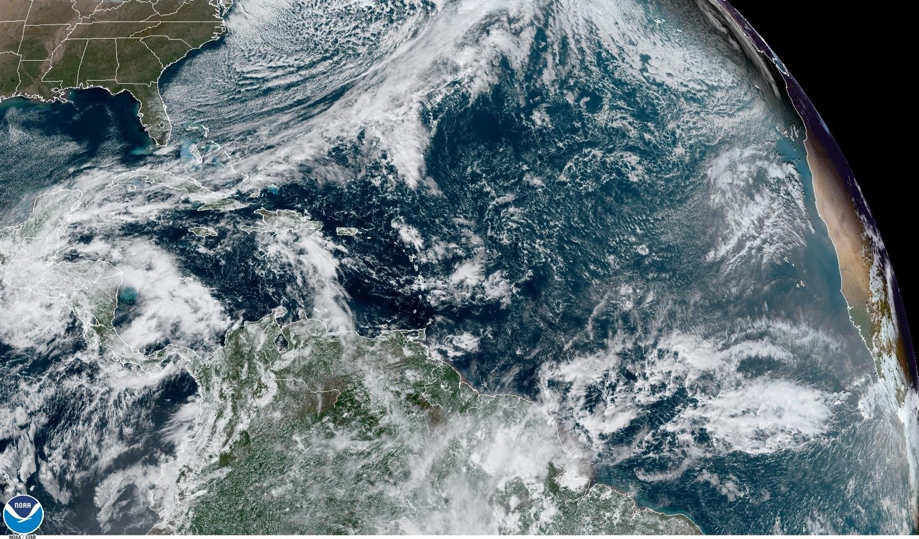 CLIMA. La tormenta tropical Iota se disipó este miércoles pero continúa amenazando con fuertes lluvias, inundaciones y deslizamientos de tierra a Centroamérica.   Foto: Efe.