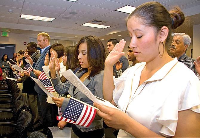 USCIS actualiza preguntas del examen de ciudadanía