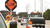 PRECAUCIÓN. Los conductores que no respeten las áreas sensibles señalizadas en Austin y no den espacio a los equipos de emergencia que trabajan en zonas de construcción o en carreteras, enfrentarían multas de hasta 2,000 dólares.