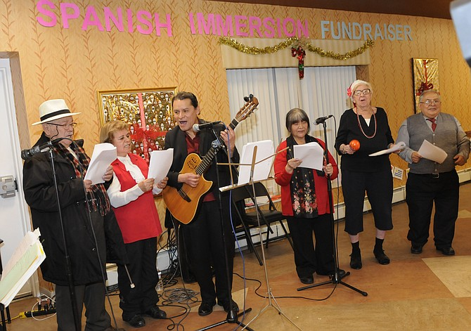 La misión del programa es mejorar la calidad de vida de las personas mayores de habla hispana y conectarlas con miembros de la comunidad que no hablan español.