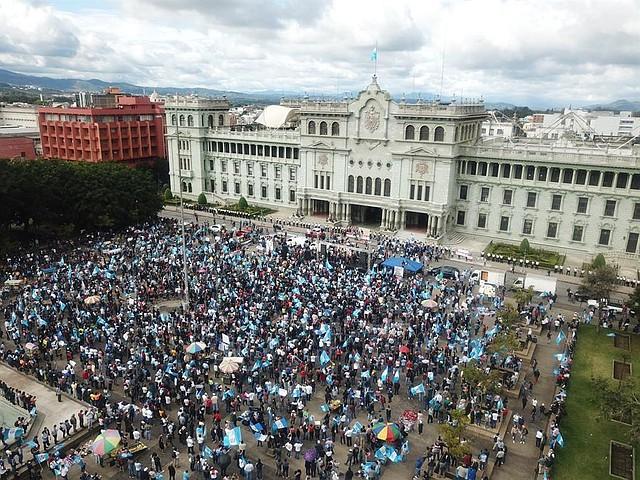 PROTESTA. La concentración ocurrió frente al Palacio Nacional de la Cultura, en el centro de la capital. | Foto: Efe/Esteban Biba.