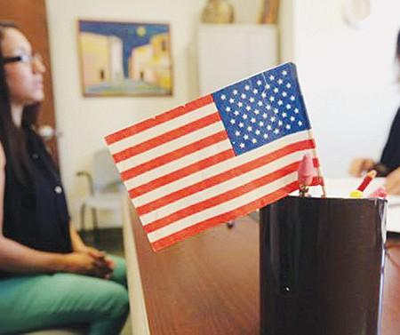 DURO. USCIS decidió hacer más rígido el proceso para obtener la ciudadanía, incluyendo un nuevo examen que comenzará a aplicarse el 1 de diciembre.