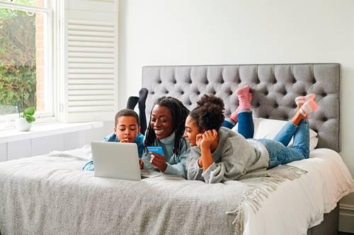 4 maneras de enseñar sobre finanzas a tus hijos.