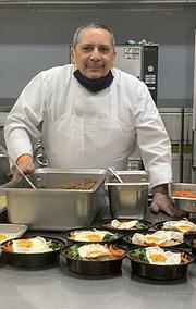 """Capecchi: """"Lo importante que reflejo en el libro, es la manera que cada quien dentro de su cultura y hábitos pueda encontrar maneras de utilizar la comida que le sobra al cocinar"""".   FOTO: Cortesía"""
