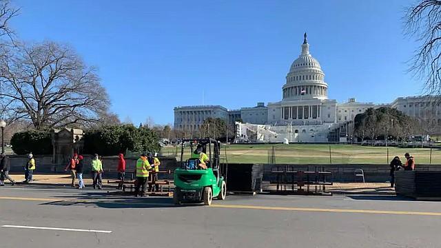 MEDIDAS. Este jueves inició la instalación de cercas después de la irrupción de manifestantes en el Congreso. | Foto: Joe Heim / The Washington Post.