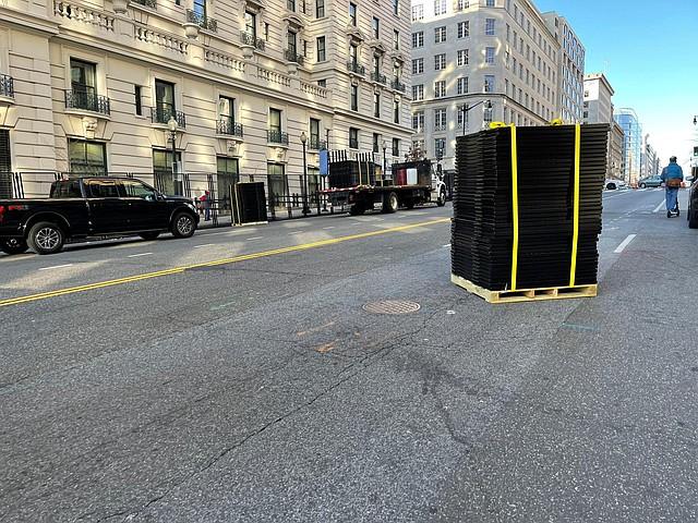 MEDIDAS. En los alrededores del Capitolio también instalaron cercas. | Foto: Ricardo Sánchez-Silva.
