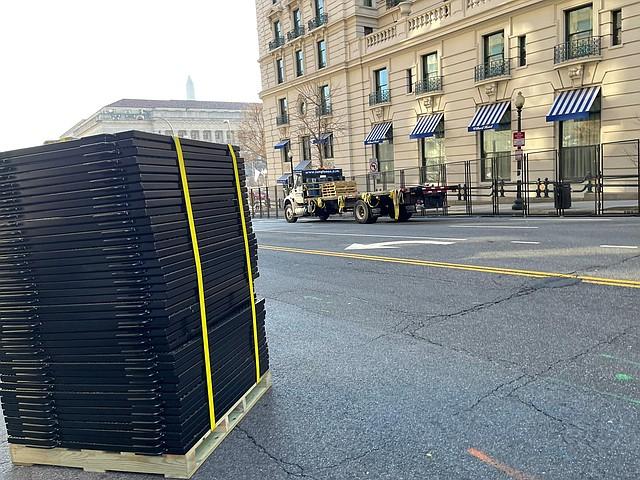 SEGURIDAD. Las cercas son instaladas en el centro de DC.   Foto: Ricardo Sánchez-Silva.