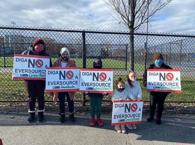 Los residentes de East Boston y Chelsea protestan cerca del sitio de la subestación eléctrica propuesta en diciembre.
