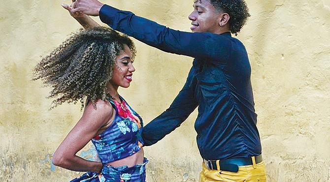 CONTEXTO. Los beneficios del baile son múltiples y casi inmediatos: nos sentimos bien y orgullosos de nosotros mismos cuando somos capaces de unir dos pasos seguidos sin tropezar.