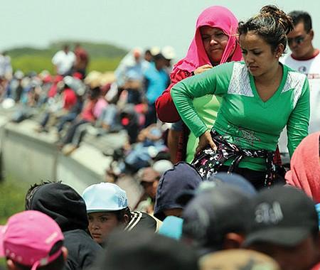 DESESPERACIÓN. Arriaga (Chiapas) es un pueblo pequeño al que llegan los migrantes centroamericanos para trepar clandestinamente a 'La Bestia', el tren de carga que les permitirá cruzar el territorio mexicano hasta llegar a la frontera estadounidense.