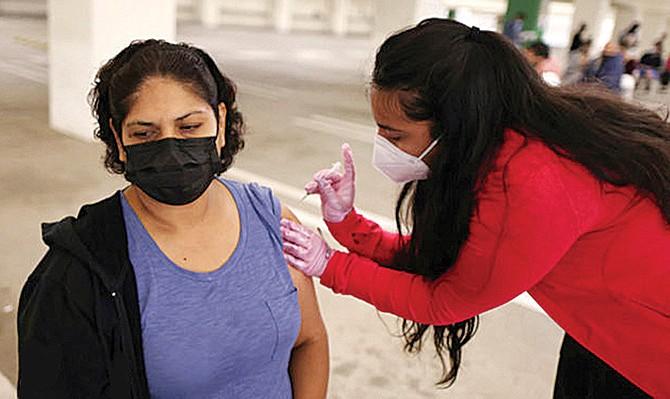Ante notorio incremento de contagios: Más Republicanos promueven la vacunación