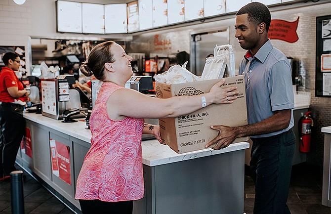 Los operadores de restaurantes donan 10 millones de comidas a través del programa Chick-fil-A Shared Table