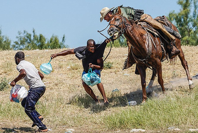 Investigarán humillante trato a migrantes haitianos