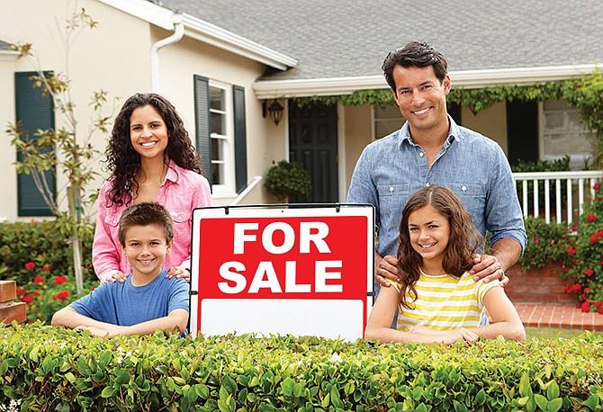 Si piensa comprar casa: Asesórese con un agente de bienes raíces