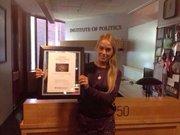 El premio fue recibido por la esposa de Lopez: Lilian Tintori. Lopez se encuentra preso en una cárcel militar en Caracas, Venezuela.