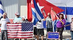 Cubanos celebran posesión de Donald Trump en Restaurante Versailles de Miami.