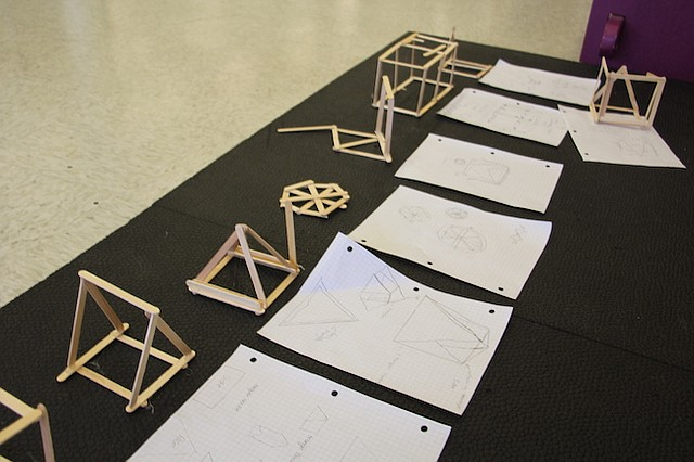 """STEM. Diseños innovadores de estructuras que fueron realizadas como parte de las actividades en el marco de la presentación del """"Reto Inventa el Futuro""""."""
