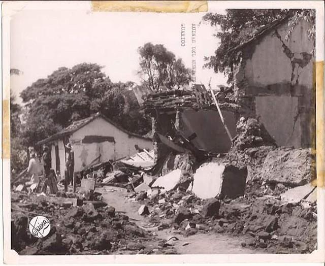 Remoción de los escombros resultados del sismo en el pueblo de Guarico, 1950