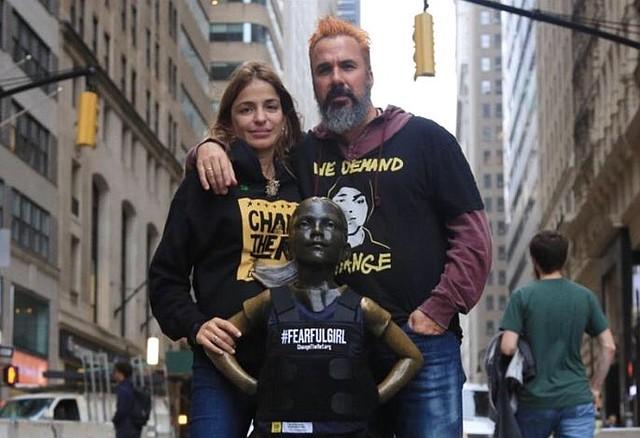 PROTESTA. Patricia y Manuel Oliver, padres del joven Joaquín Oliver y activistas de Change The Ref