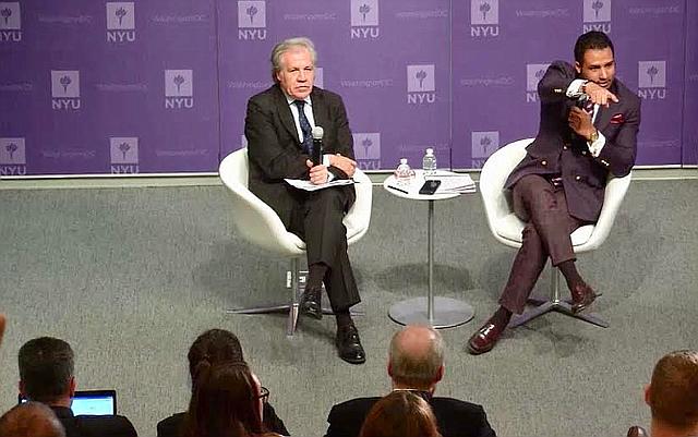 Conversación entre Romero y Luis Almagro.   Foto cortesía.