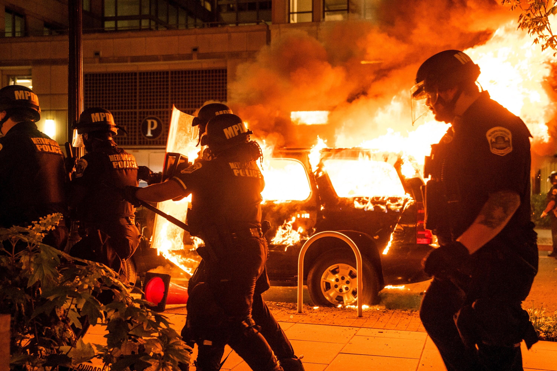 Washington DC vivió una noche de protestas, vandalismo y ...